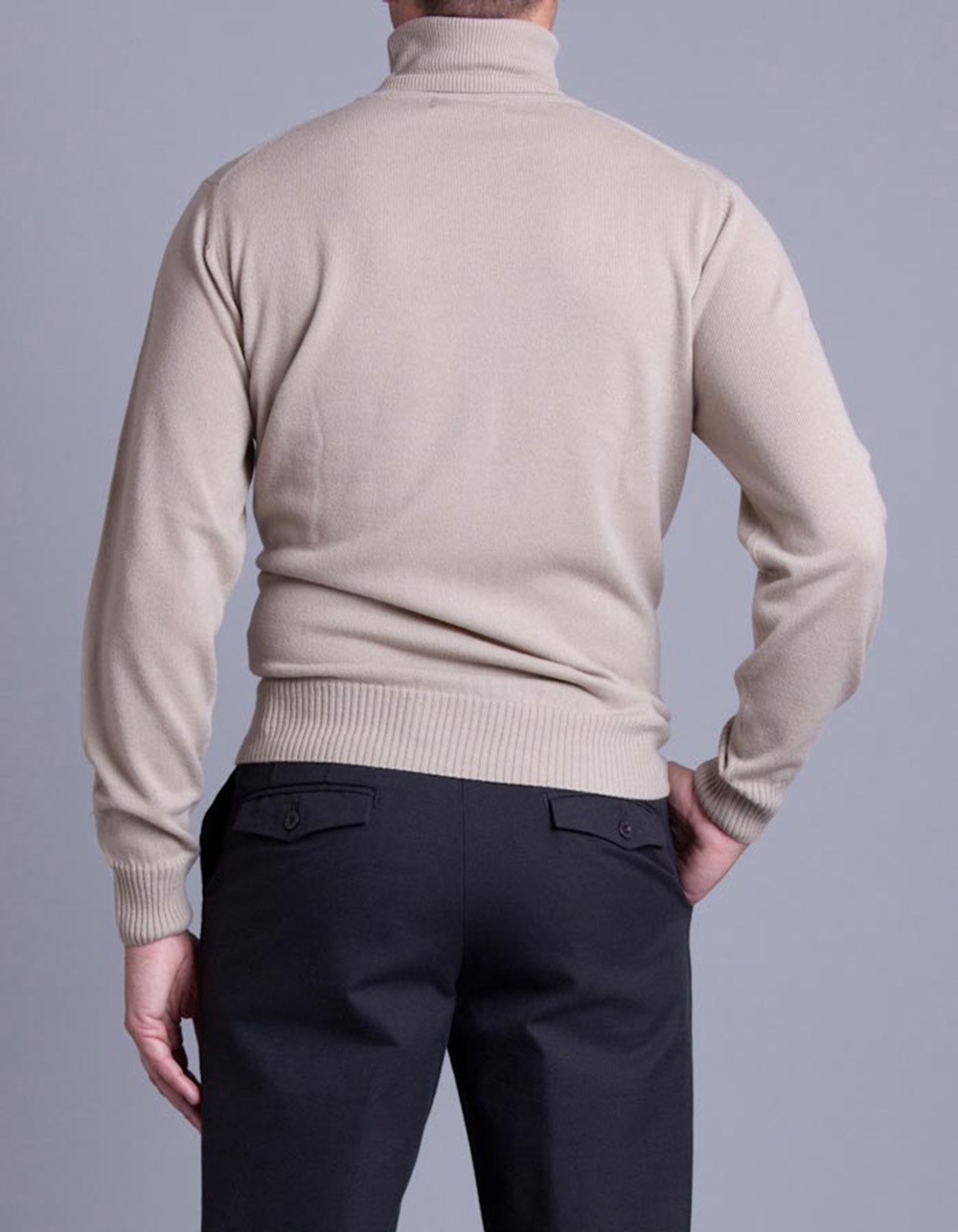 Beige turtleneck jersey - Backside