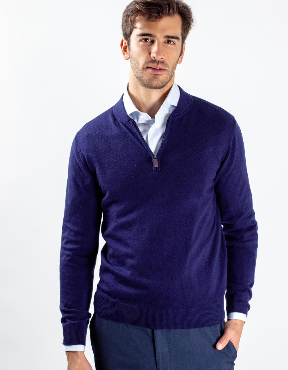 Navy blue neck sweater with zip