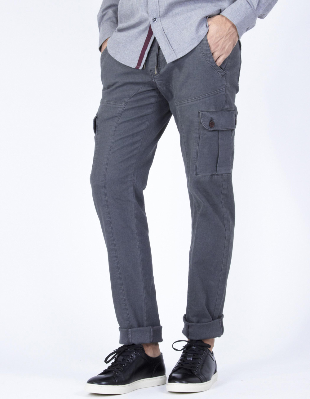 Grey cargo trousers with micro-pattern