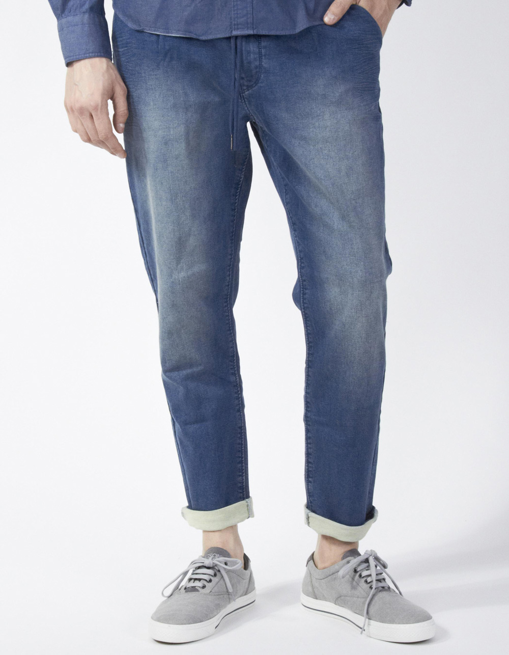 Denim trousers with darts