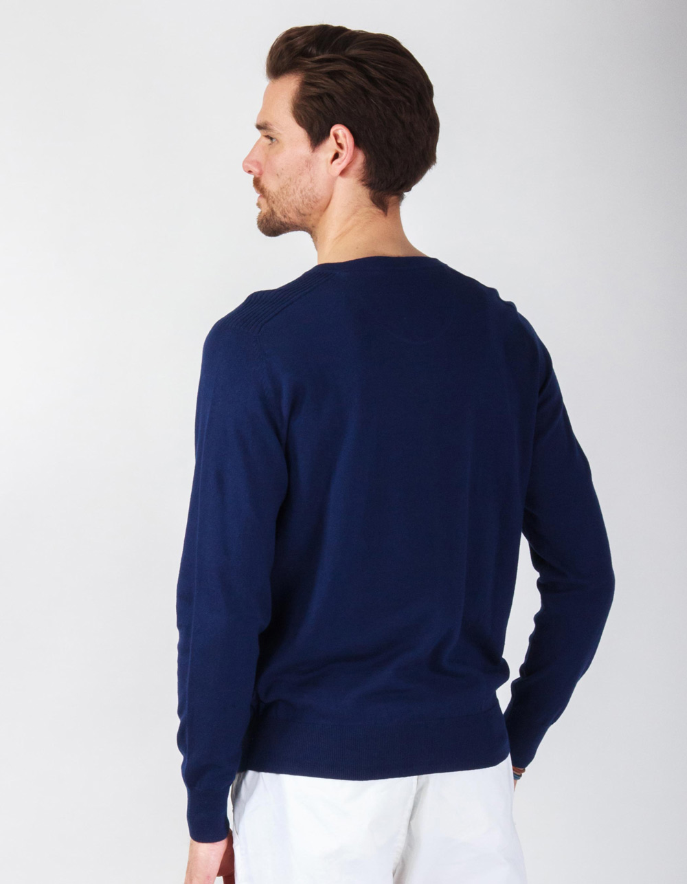 Jersey cuello pico en azul marino - Backside