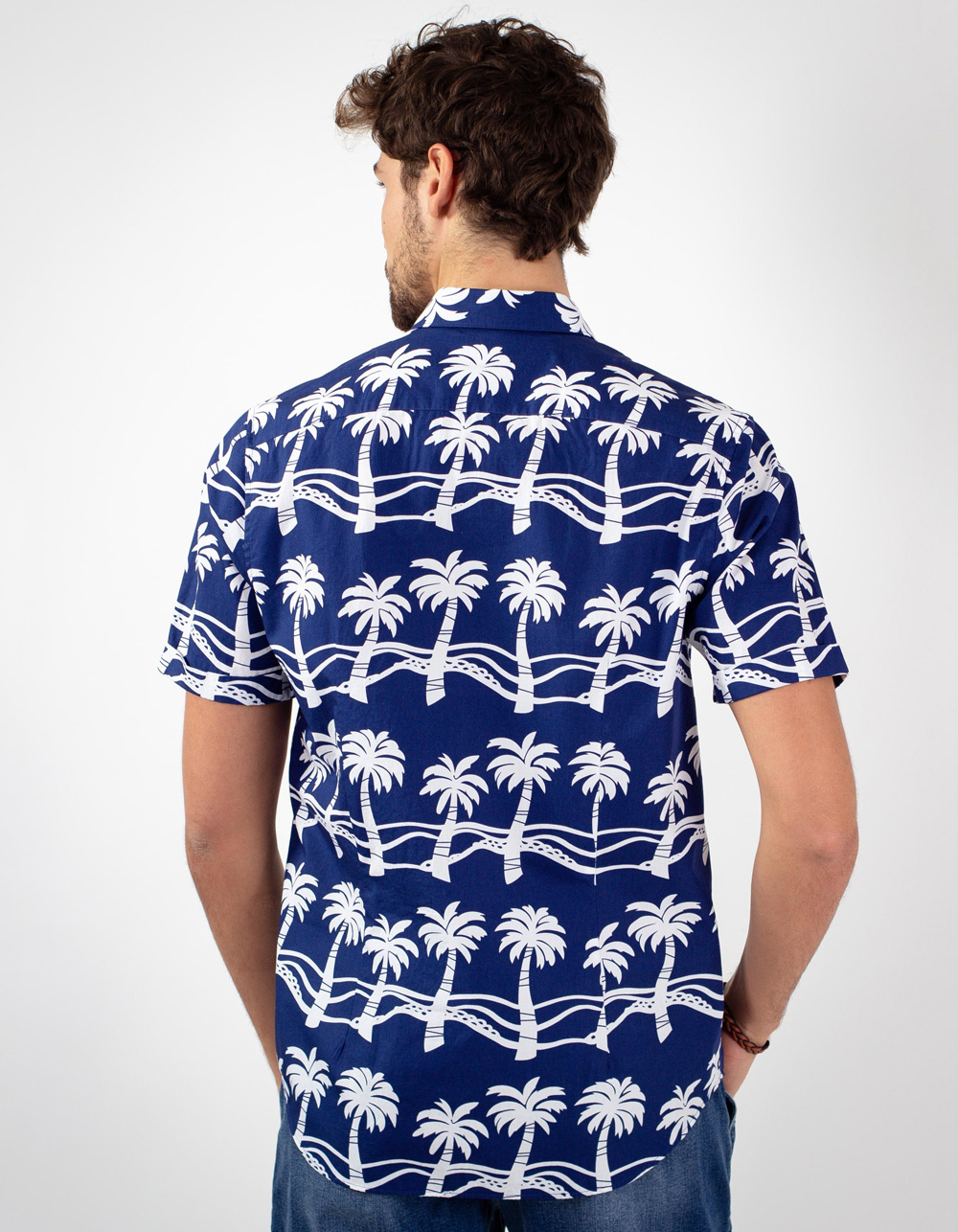 Camisa azul estampada con palmeras blancas - Backside