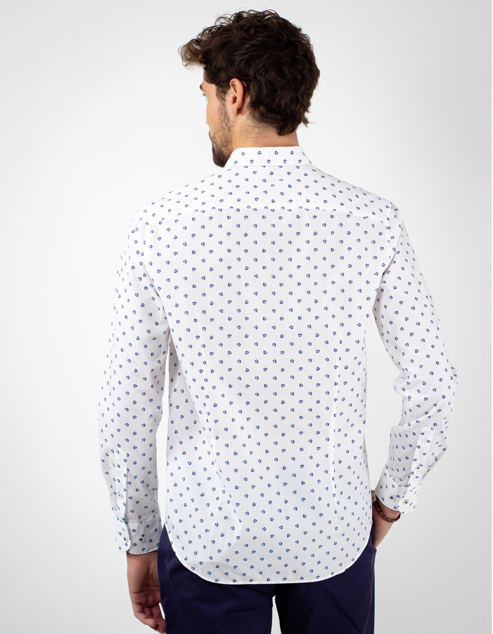Camisa blanca estampada flores azules - Backside