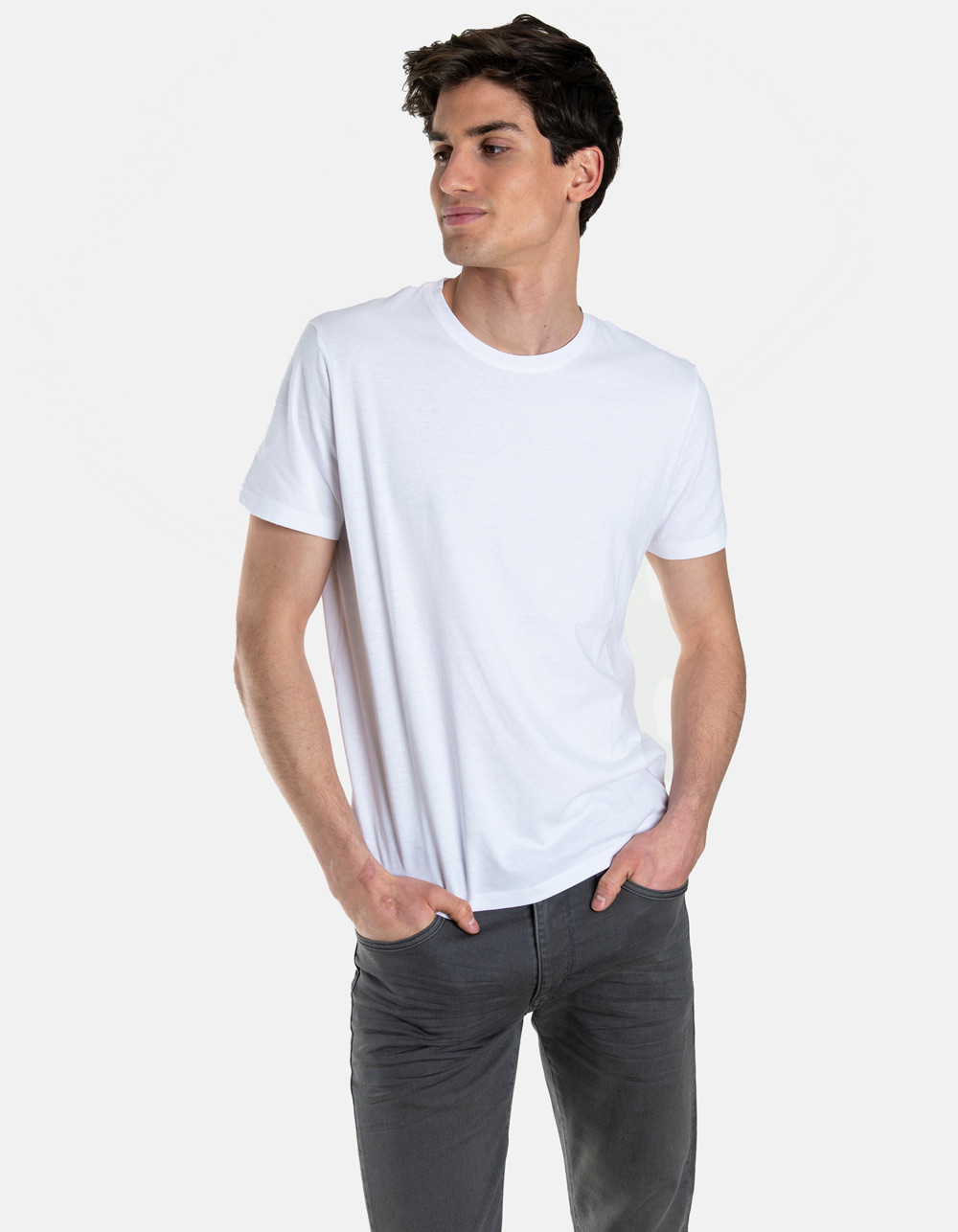 White round collar t-shirt