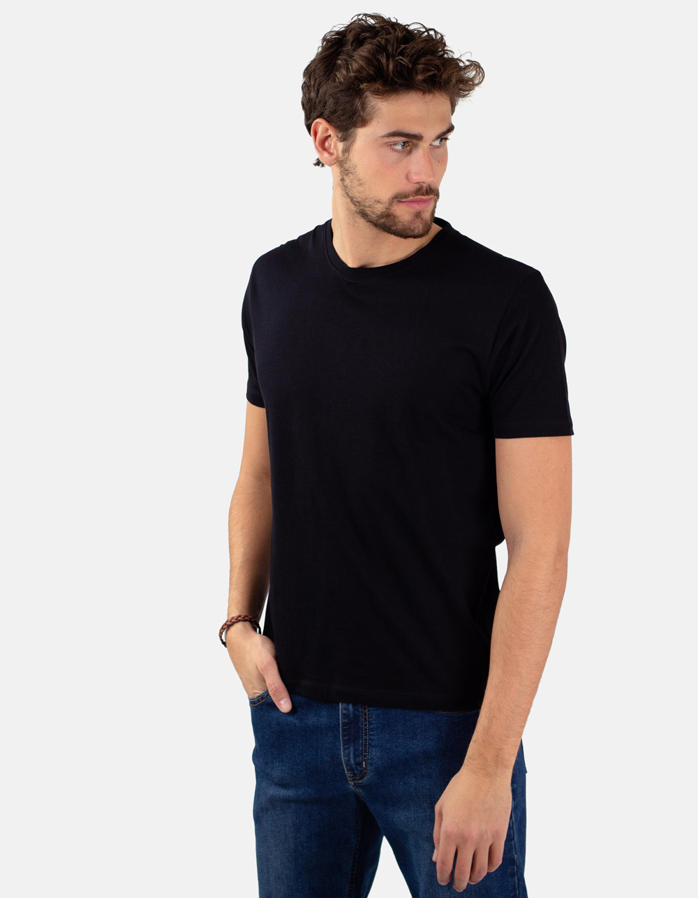 Black round collar t-shirt