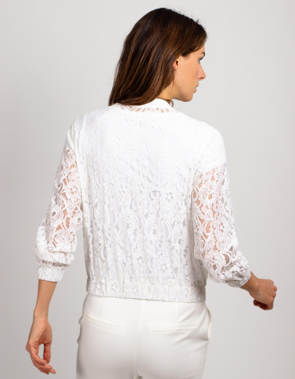 Chaqueta de blonda con bordados - Backside