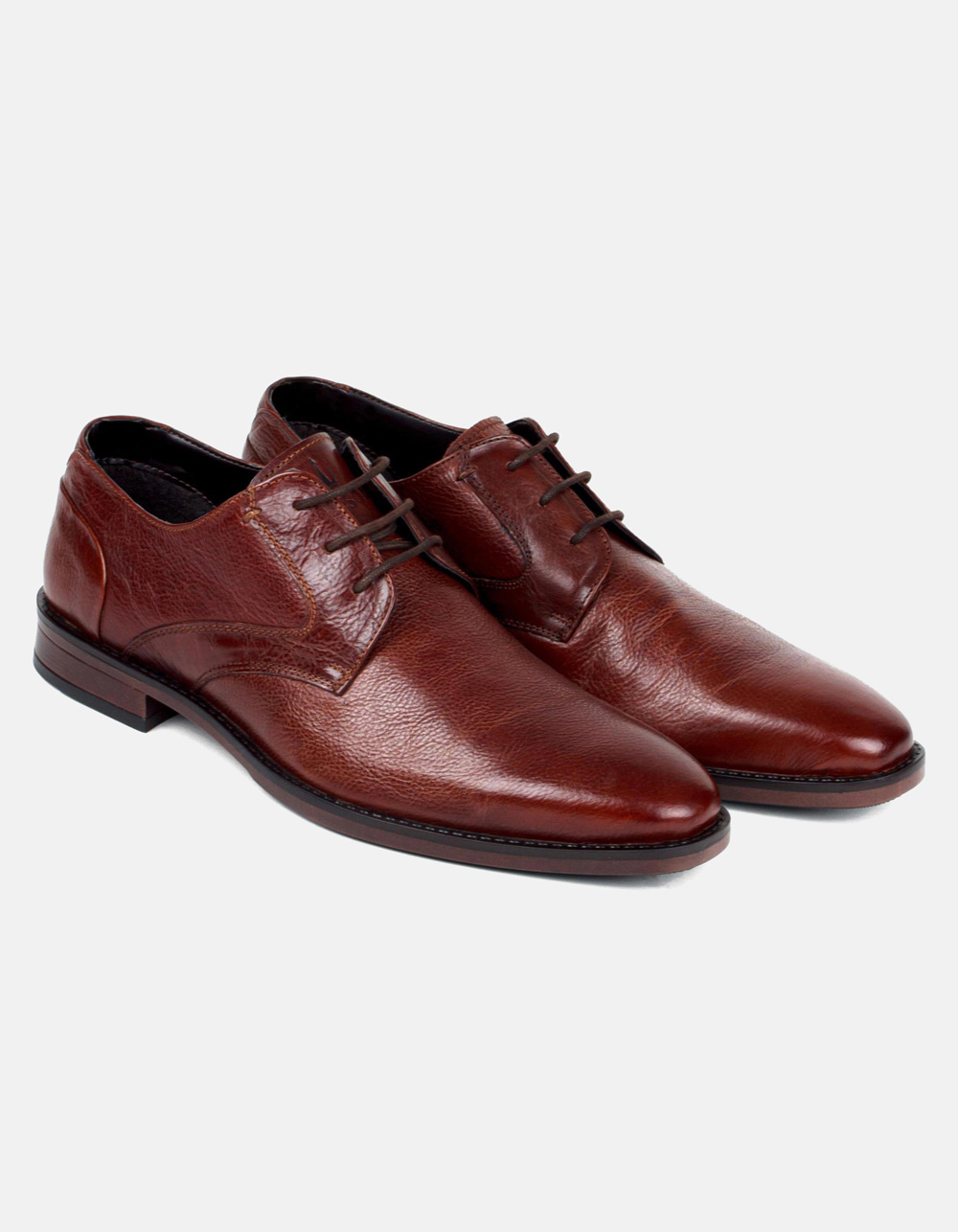 Lace-up brown shoes