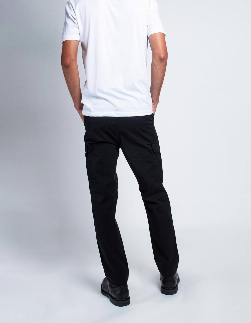Black cargo trousers - Backside