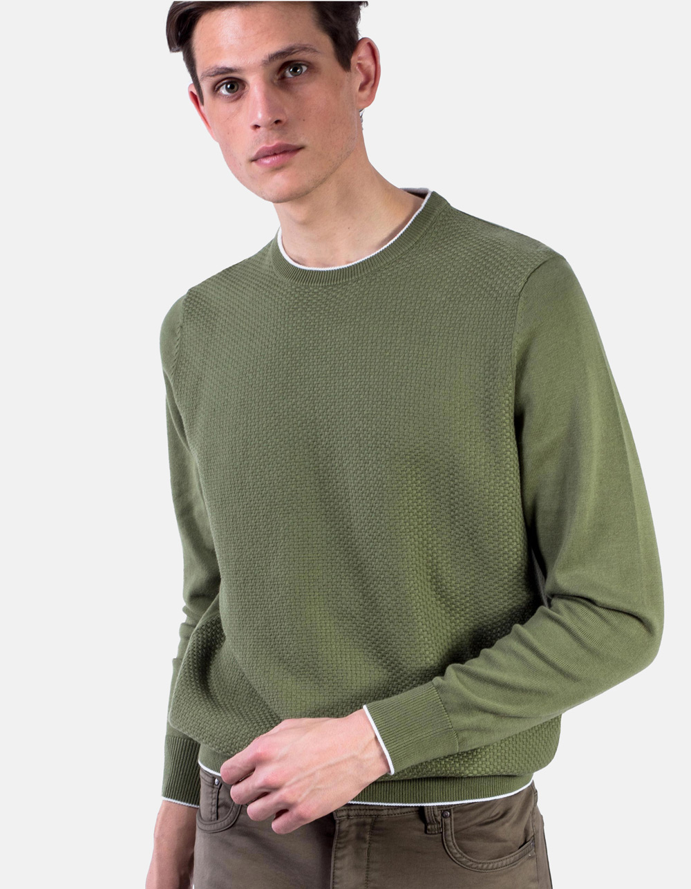Green round collar sweater structure