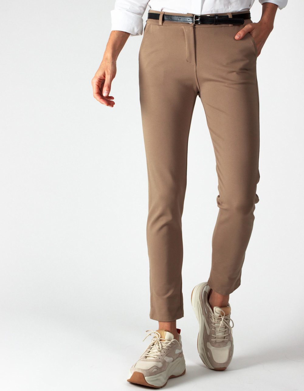 Pantalón beige stretch straight fit